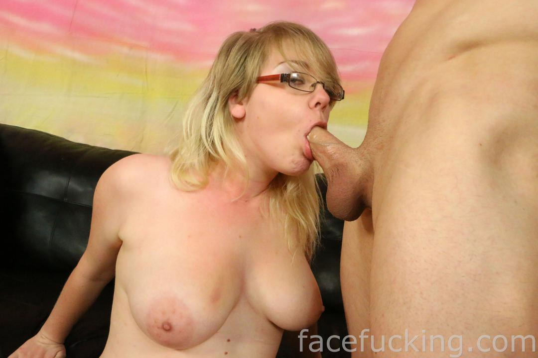 Cierra Jade gives a blowjob