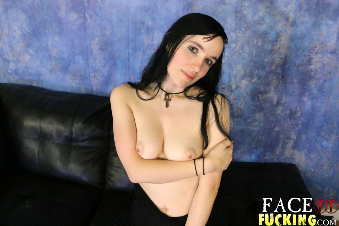 facefucking_lily_krystal_02