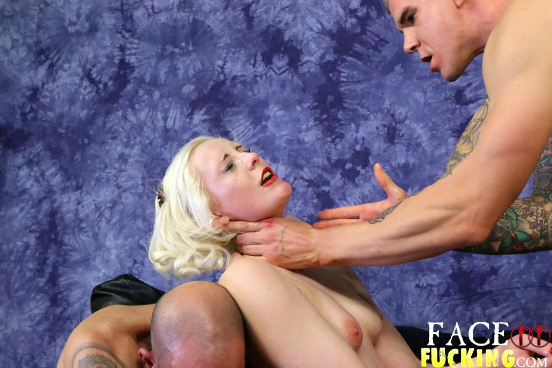 facefucking_lily_lovecraft_04
