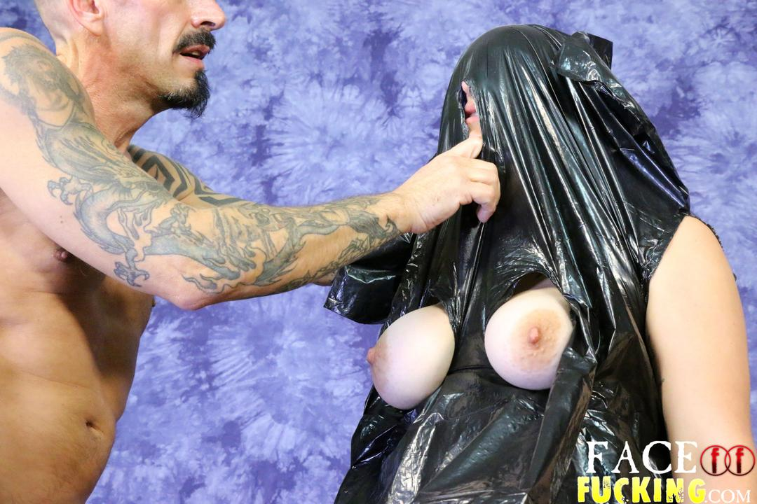facefucking_taura_slade2_02